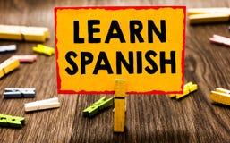 Begriffshandschriftvertretung lernen Spanisch Geschäftsfoto Präsentationsübersetzungs-Sprache in Spanien-Vokabular-Dialekt-Rede C lizenzfreie stockfotos