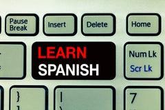 Begriffshandschriftvertretung lernen Spanisch Geschäftsfototext Übersetzungs-Sprache in der Spanien-Vokabular-Dialekt-Rede stockbilder