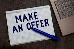 Begriffshandschriftvertretung machen ein Angebot Geschäftsfoto-Text Antrag holen oben freiwilligen Proffer schenken Angebots-Gran stockbild