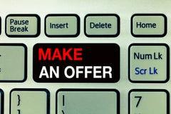 Begriffshandschriftvertretung machen ein Angebot Geschäftsfoto-Text Antrag holen oben freiwilligen Proffer schenken Angebot Grant lizenzfreies stockbild
