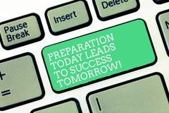Begriffshandschriftvertretung Vorbereitung führt heute zu Erfolg morgen Geschäftsfototext bereiten sich jetzt vor lizenzfreie stockfotos