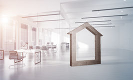Begriffshintergrund von konkretem Haupt unterzeichnen herein modernen Büroinnenraum Stockfotos