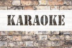 Begriffsmitteilungstext-Titelinspiration, die Karaoke zeigt Geschäftskonzept für die Gesang-Karaoke-Musik geschrieben auf alten Z Lizenzfreies Stockbild