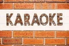 Begriffsmitteilungstext-Titelinspiration, die Karaoke zeigt Geschäftskonzept für die Gesang-Karaoke-Musik geschrieben auf alten Z Stockfotos