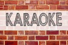 Begriffsmitteilungstext-Titelinspiration, die Karaoke zeigt Geschäftskonzept für die Gesang-Karaoke-Musik geschrieben auf alten Z Lizenzfreies Stockfoto