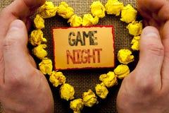 Begriffsschreiben, das Spiel-Nacht zeigt Geschäftsfoto Präsentationsunterhaltungs-Spaß-Spiel-Zeit-Ereignis für das Spiel geschrie lizenzfreie stockfotografie