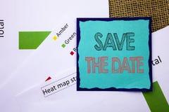 Begriffsschreibenstext-Vertretung Abwehr das Datum Konzeptbedeutung Hochzeitstag-Einladungs-Anzeige geschrieben auf klebrige Anme Stockfoto