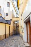 Begränsa den stenBastova gatan i Bratislava Arkivbild