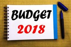 Begroting 2018 Bedrijfsconcept voor Huishouden die boekhouding planning Geschreven op het document van de blocnotenota achtergron Stock Afbeelding