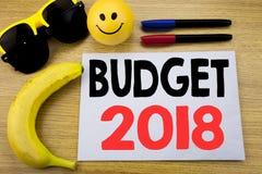 Begroting 2018 Bedrijfsconcept voor Huishouden die boekhouding planning geschreven op kleverig nota leeg document in de begroting Stock Afbeelding