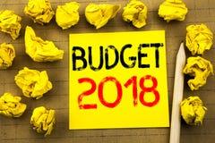 Begroting 2018 Bedrijfsconcept voor Huishouden die boekhouding planning geschreven op kleverig notadocument in de begroting opnem Stock Afbeeldingen