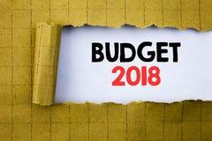 Begroting 2018 Bedrijfsconcept voor Huishouden die boekhouding planning geschreven op Witboek op het gele gevouwen document in de Stock Afbeelding