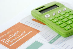 Begrotingsontwerper met Groene Calculator Royalty-vrije Stock Afbeeldingen