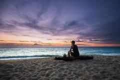Begrundande på stranden royaltyfria bilder