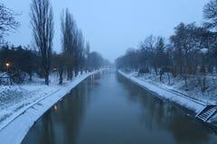 Begum-Kanal im Schnee, Timisoara Stockbilder
