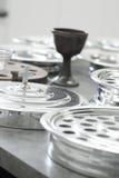 Behälter der heiligen Kommunion der Kirche von Weinschalen Stockfotografie