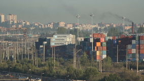 Behälter in der Stadt, im Geschäft und in der Finanzierung, Russland stock footage