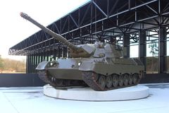 Behälter am Eingang des nationalen Militärmuseums in Soesterberg, die Niederlande Lizenzfreie Stockfotos