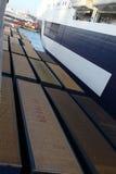 Behälter im Hafen Stockbilder