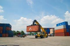 Behälter im Hafen bei Thailand stockfoto