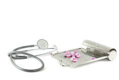 Behälter Stethoscop und der Medikation Stockbild