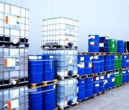 Behälter- und Schmieröltrommeln lizenzfreies stockbild