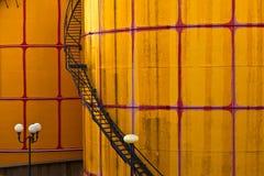 Behälter und Silo an der Fernheizung in Wien Stockfotografie