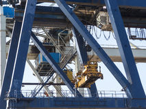 Behälterkranhafen logistisch Stockfotos