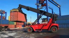 Behältertransport lizenzfreie stockfotos