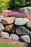 behålla stenväggen arkivbilder