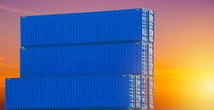Behållare boxas från lastfraktskeppet för import royaltyfria foton