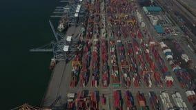 Behållare boxas på Laem Chabang port för import och export i Thailand arkivfilmer