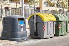 Behållare för återanvänder pappers- plast- och organiska Förlorad segregat Arkivfoton