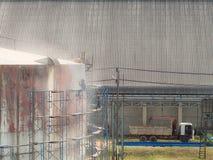 Behållare för arbetarlokalvårdlagring, genom att spränga för sand för lufttryck Arkivfoto