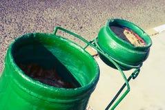 Behållare för avskräde Arkivfoto