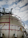 behållare för gaspetrochemicalsphere arkivbild