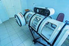 Behållare för kammare för terapi för Hyperbaric syre royaltyfria bilder