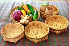 Behållare för klibbiga ris för bambu, handgjord bambukorg för thai st Arkivbilder