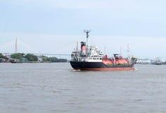 Behållare för LPG (gas för vätskeoljor) på lastfartyget Royaltyfri Foto