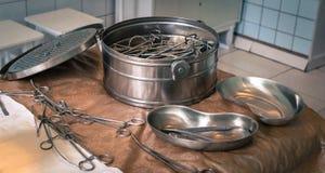 Behållare för sterilisering av kirurgiska instrument Royaltyfri Bild