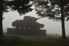 Behållare i en dimma fotografering för bildbyråer