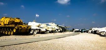 Behållare i museum för kår för Yad la-Shiryon bepansrat på Latrun, Israel Royaltyfri Foto