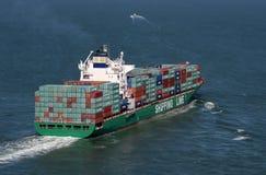 behållare laddad ship Arkivfoto