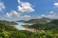 Behållare med bakgrund för blå himmel i Sai Kung Fotografering för Bildbyråer