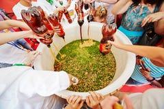 Behållare med gastronomisk festival för okroshka först royaltyfria foton