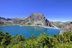 Behållare nersee för ¼ för Lake LÃ i alpsna i Österrike Fotografering för Bildbyråer