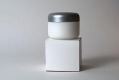 Behållare och ask för Cosmetic kräm- Royaltyfri Foto