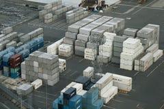Behållare på lastport för import och export royaltyfri bild