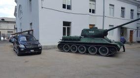 Behållare vs Mercedes Royaltyfri Bild