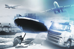 Behållarelastbil, skepp i port och fraktlastnivå i transpo royaltyfria bilder